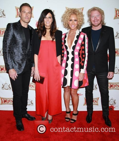 Jimi Westbrook, Karen Fairchild, Kimberly Schlapman, Phillip Sweet and Little Big Town 1