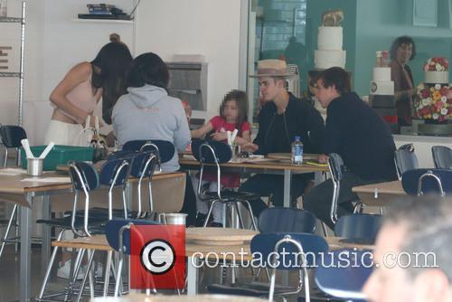 Justin Bieber, Kendall Jenner, Hailey Baldwin and Jazmyn Bieber 4