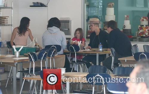 Justin Bieber, Kendall Jenner, Hailey Baldwin and Jazmyn Bieber 6