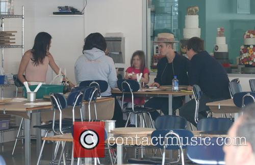 Justin Bieber, Kendall Jenner, Hailey Baldwin and Jazmyn Bieber 8