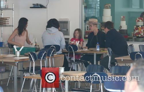 Justin Bieber, Kendall Jenner, Hailey Baldwin and Jazmyn Bieber 10