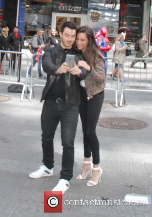 Kevin Jonas and Danielle Jonas 4