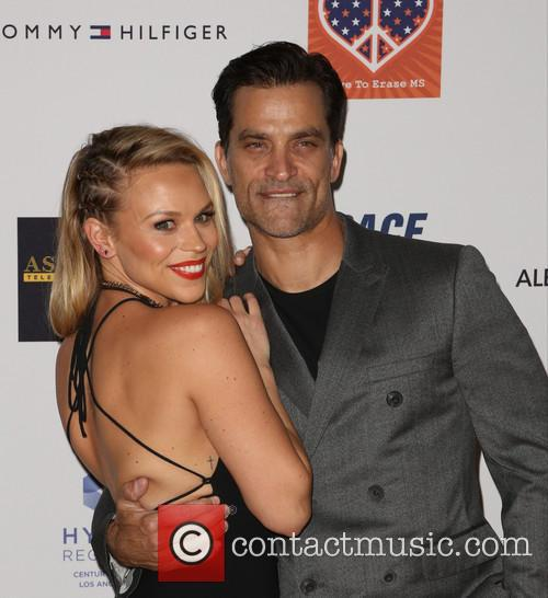 Julie Solomon and Johnathon Schaech 1