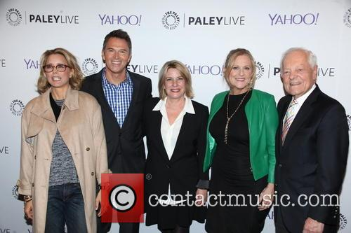 Tea Leoni, Tim Daly, Barbara Hall, Lori Mccreary and Bob Schieffer 6