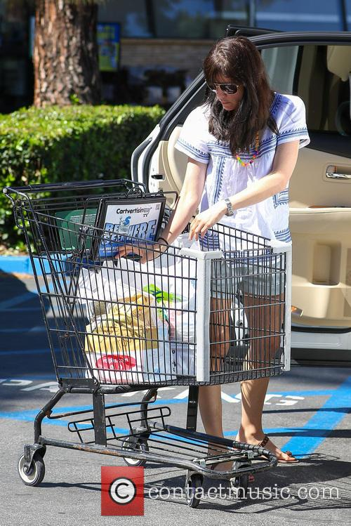 Selma Blair pushes a shopping trolley