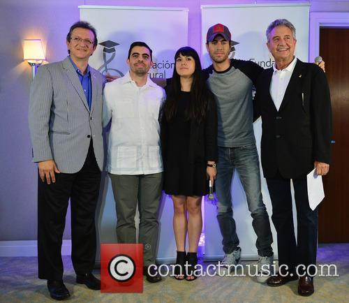 Gabriel Abaroa Jr., Luis Santiago, Silviana Itzel Salinas-reyna, Enrique Iglesias and Manolo Diaz 1