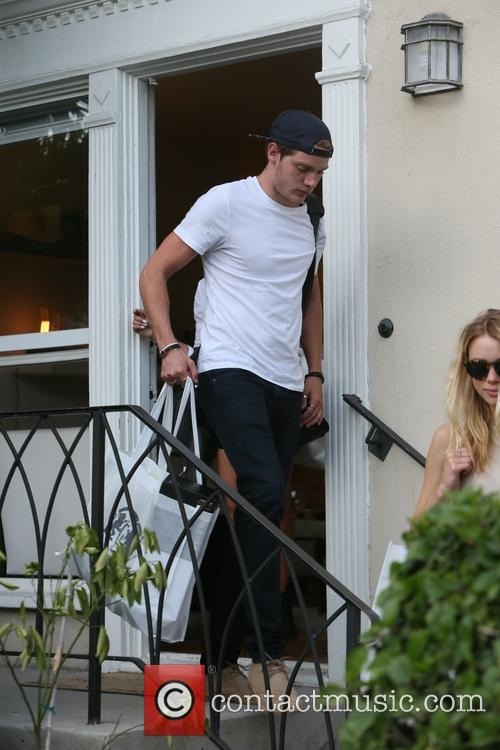 Sarah Hyland, Dominic Sherwood and Lucy Fry 2