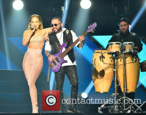 Jennifer Lopez and Los Dinos 4