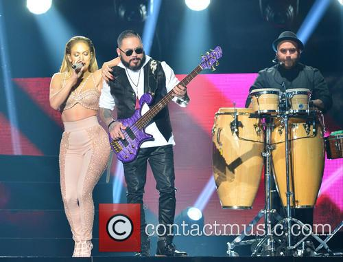 Jennifer Lopez and Los Dinos 5
