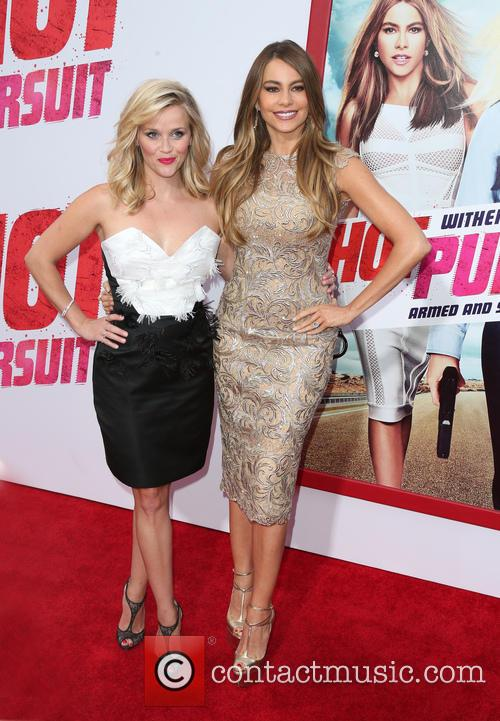 Reese Witherspoon and Sofia Vergara 6