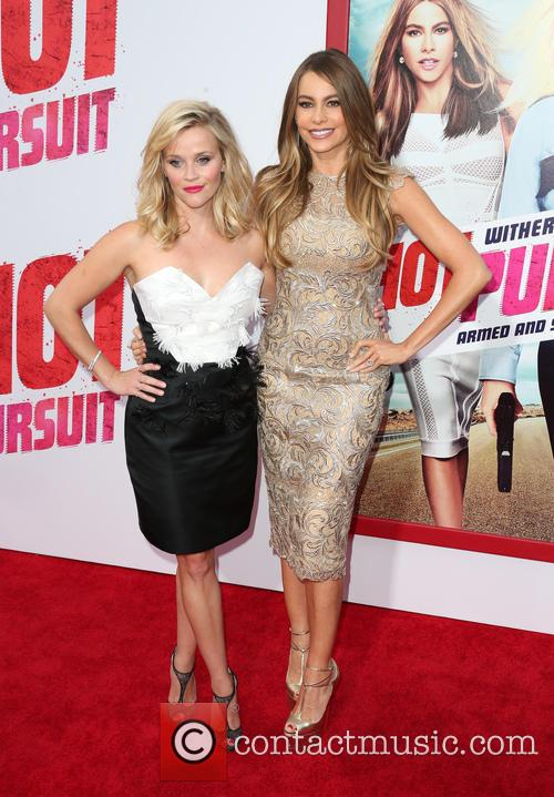 Reese Witherspoon and Sofia Vergara 7