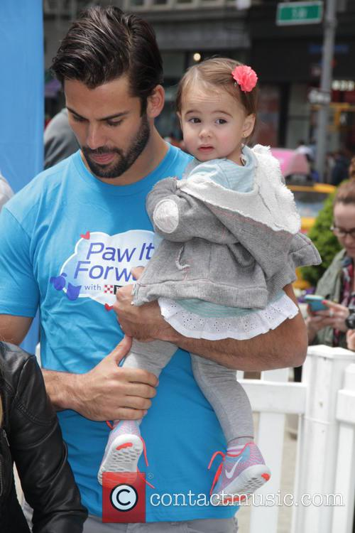 Jessie James, Eric Decker and Vivienne Decker 1