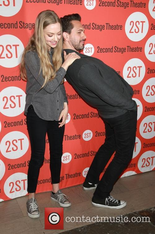 Amanda Seyfried and Thomas Sadoski 1