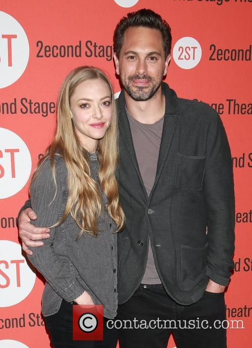 Amanda Seyfried and Thomas Sadoski 5