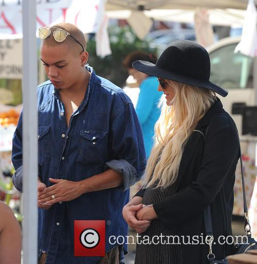 Ashlee Simpson and Evan Ross 5