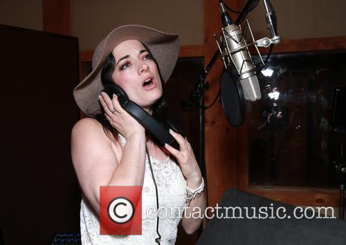 Laura Michelle Kelly 4