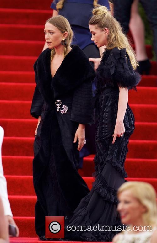 Mary Kate Olsen and Ashley Olsen 2
