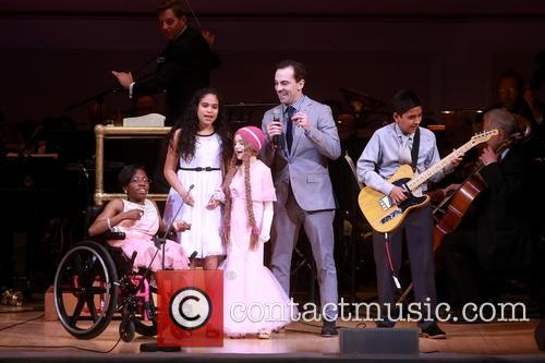 Rob Mcclure and Children Of Ronald Mcdonald House New York 3