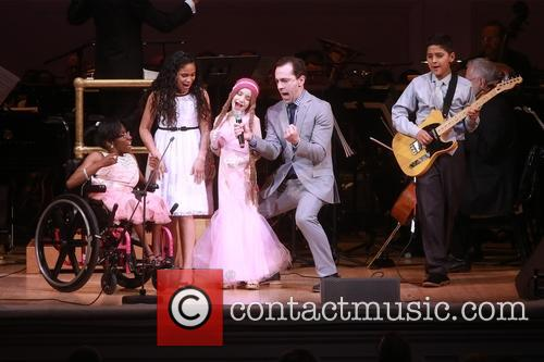 Rob Mcclure and Children Of Ronald Mcdonald House New York 4