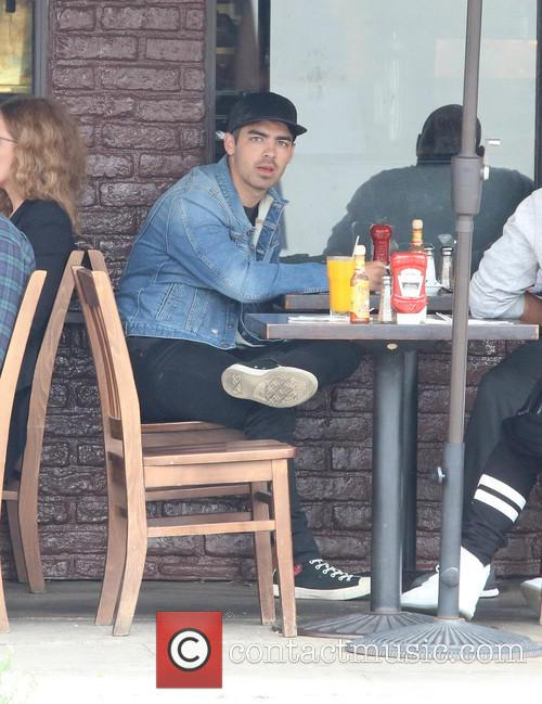 Joe Jonas having lunch with friends at King's...