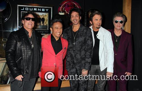 Journey, Neal Schon, Deen Castronovo, Arnel Pineda, Ross Valory and Jonathan Cain 3