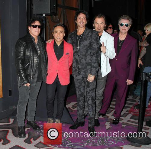 Journey, Neal Schon, Deen Castronovo, Arnel Pineda, Ross Valory and Jonathan Cain 1