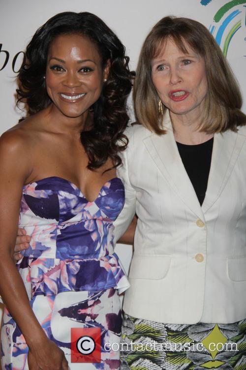 Robin Givens and Donna Hanover 11