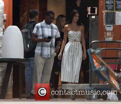 Khole Kardashian, Kendall Jenner and Kris Jenner 11