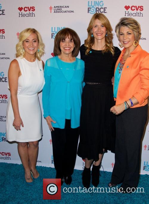 Kellie Pickler, Valerie Harper and Laura Dern 7