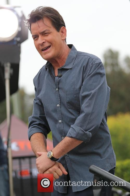 Charlie Sheen appears on 'Extra' as a co-host
