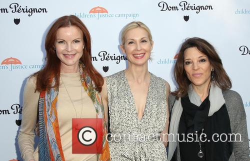 Marcia Cross, Kelly Rutherford and Marianne Williamson 8