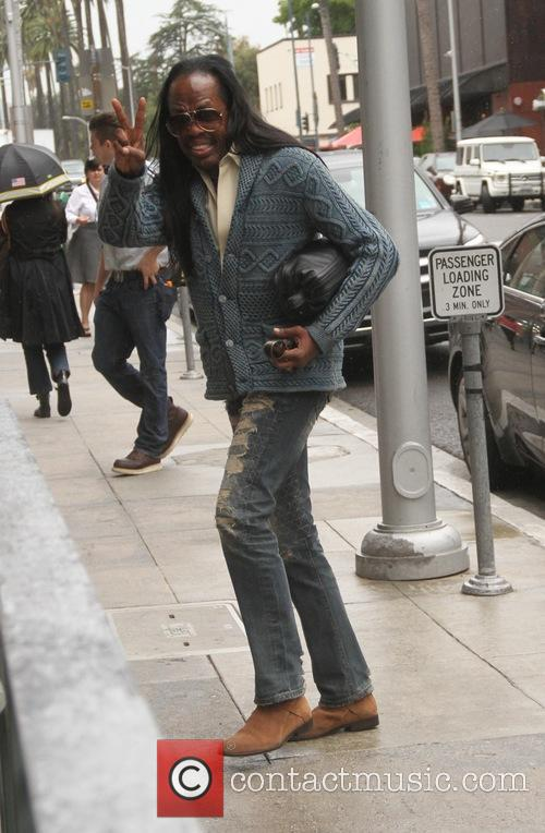 Verdine White gives a peace sign as he...