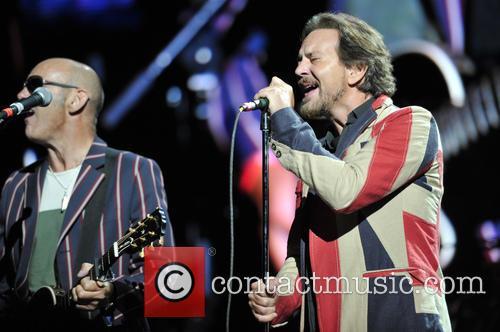 Simon Townshend and Eddie Vedder 2