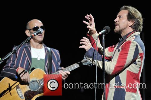 Simon Townshend and Eddie Vedder 3