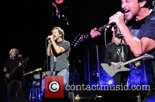 Joe Walsh, Eddie Vedder and Rick Nielsen 8