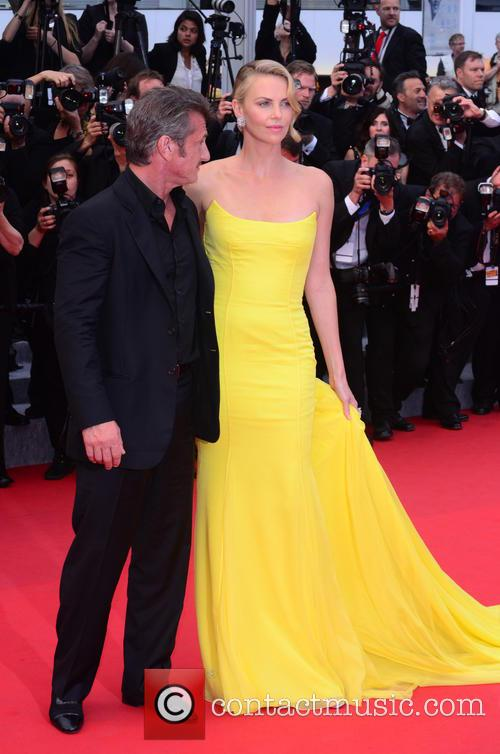Sean Penn and Charlize Theron 9