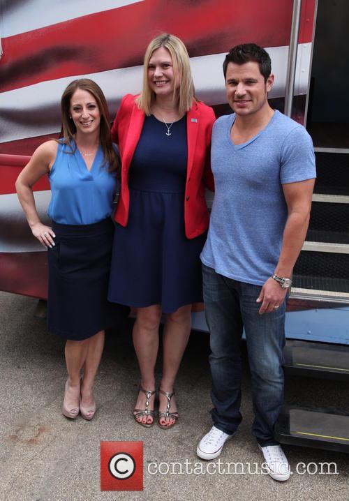 Almay Vice President, Jill Krakowski, Uso Of Metropolitan New York's Jessica Mcandrews and Nick Lachey 1