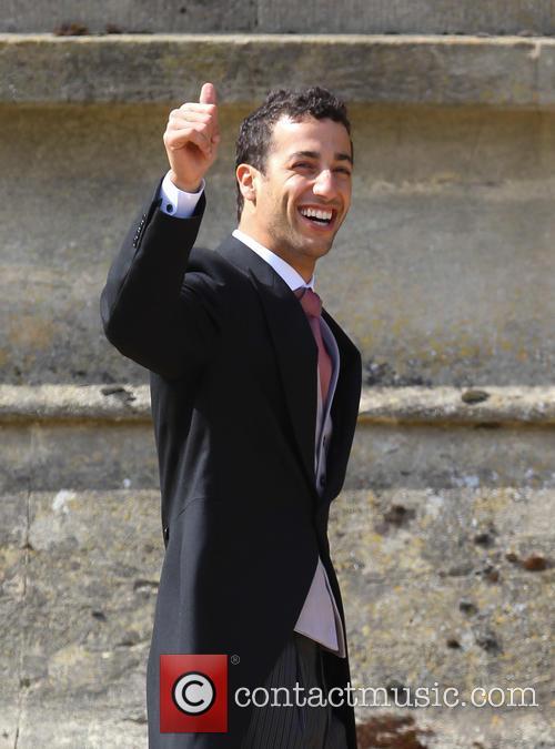 Daniel Ricciardo, Halliwell and Christian Horner 7
