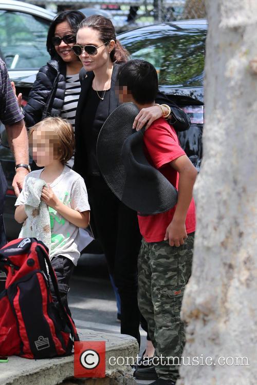 Angelina Jolie, Knox Jolie-pitt and Pax Jolie-pitt 2