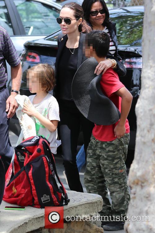 Angelina Jolie, Knox Jolie-pitt and Pax Jolie-pitt 3