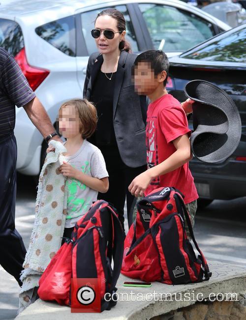 Angelina Jolie, Knox Jolie-pitt and Pax Jolie-pitt 4