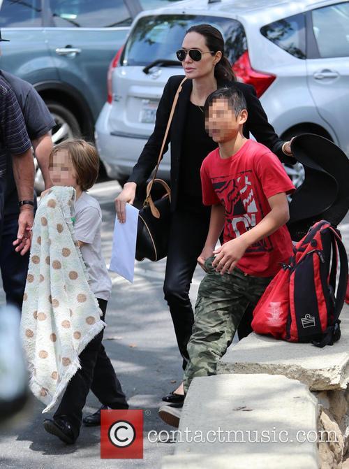 Angelina Jolie, Knox Jolie-pitt and Pax Jolie-pitt 8