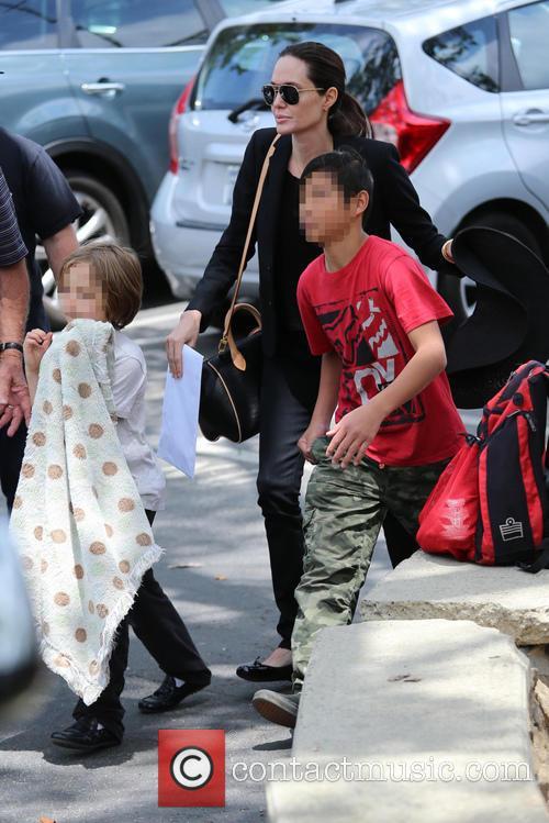 Angelina Jolie, Knox Jolie-pitt and Pax Jolie-pitt 9