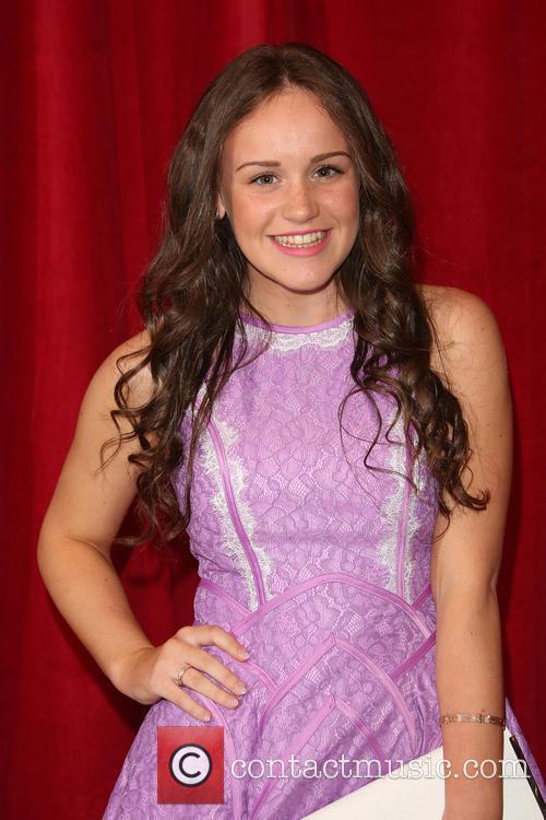Ellie Leach 4