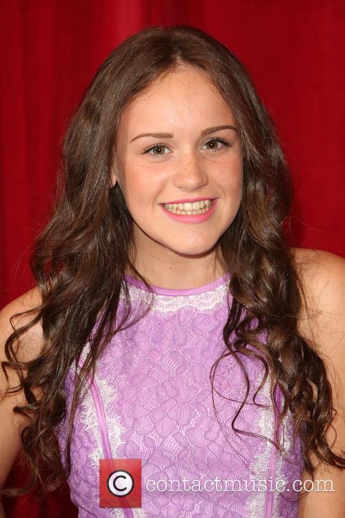 Ellie Leach 5