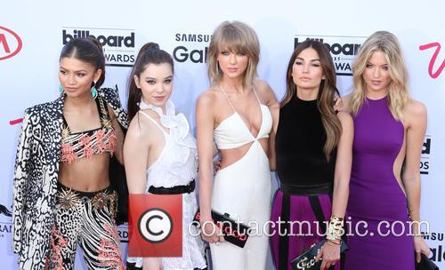 Zendaya, Hailee Steinfeld, Taylor Swift, Lily Aldridge and Martha Hunt 3