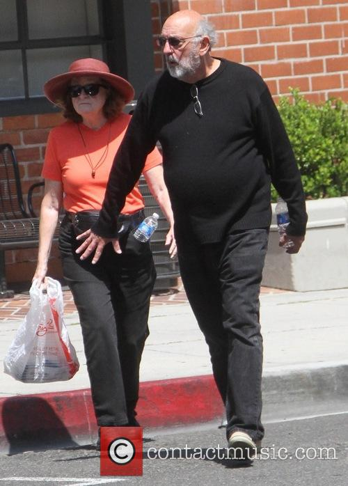 Richard Schiff goes shopping in Beverly Hills