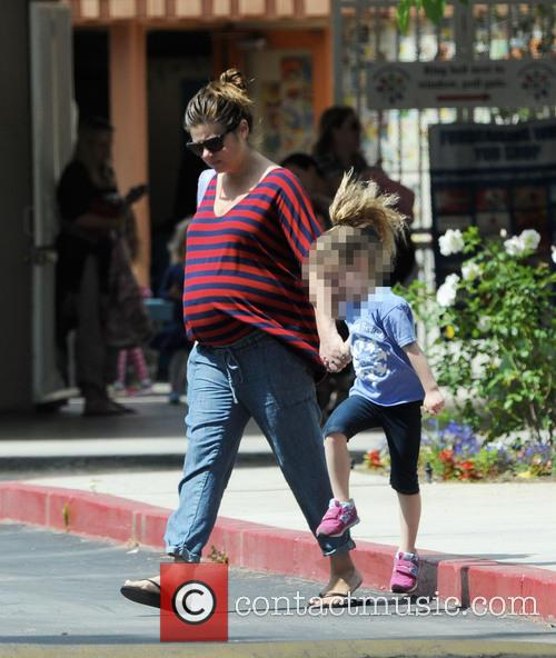 Tiffani Thiessen and Harper 1