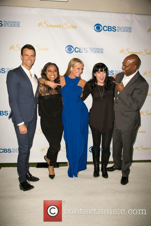 Cameron Mathison, Nischelle Turner, Nancy O'dell, Pauley Perrette and Kevin Frazier 9