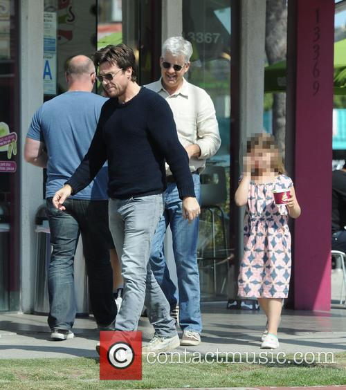 Jason Bateman gets frozen yogurt with dad and...